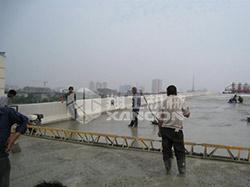 框架整平机桥上施工现场图